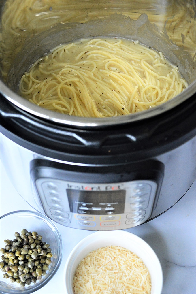 cooked garlic butter spaghetti with capers in the pressure cooker